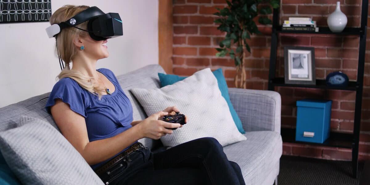 women-wearing-VR-headset
